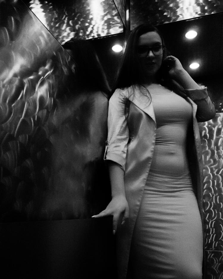 Love elevator - portrait, blackandwhite - boenau | ello