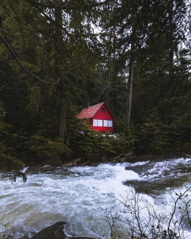 cabin fever - Photography, Cabin - jjtomas | ello