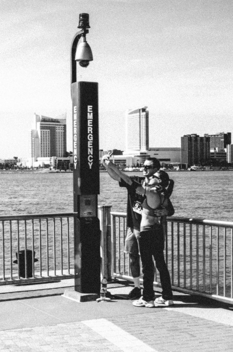 Emergency selfie - detroit, streetphotography - boenau | ello