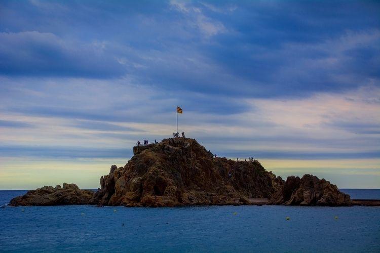 Lonely island  - Island, lonely - ferranllerena | ello