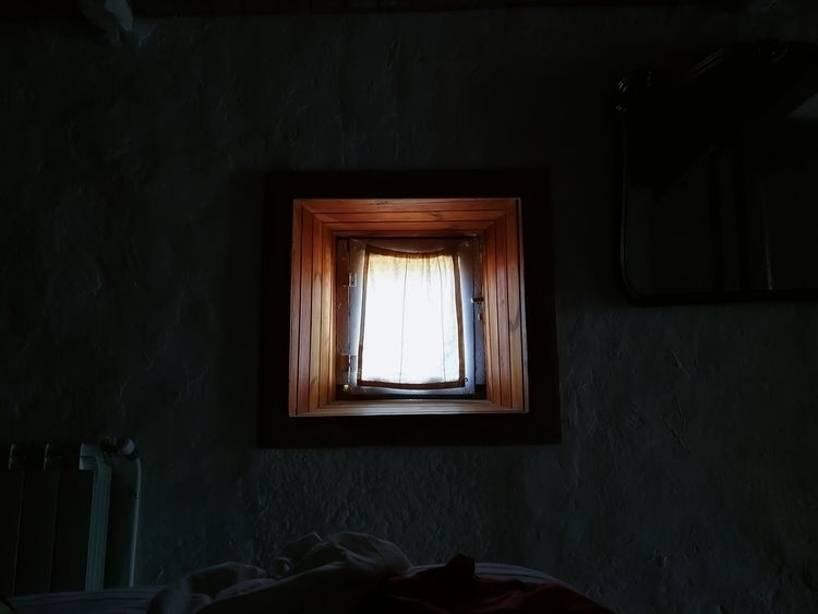 light.  - Window, shades, wall, bed - ferranllerena | ello