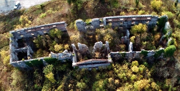 Ruins Haasberg mansion Planina - kap_jasa   ello