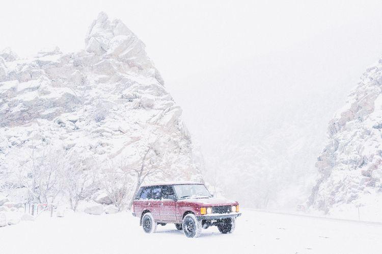 Snowy commute Range Rover Class - lucian | ello