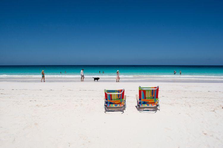 Beautiful Bahamas! sitting chai - dianasimply | ello