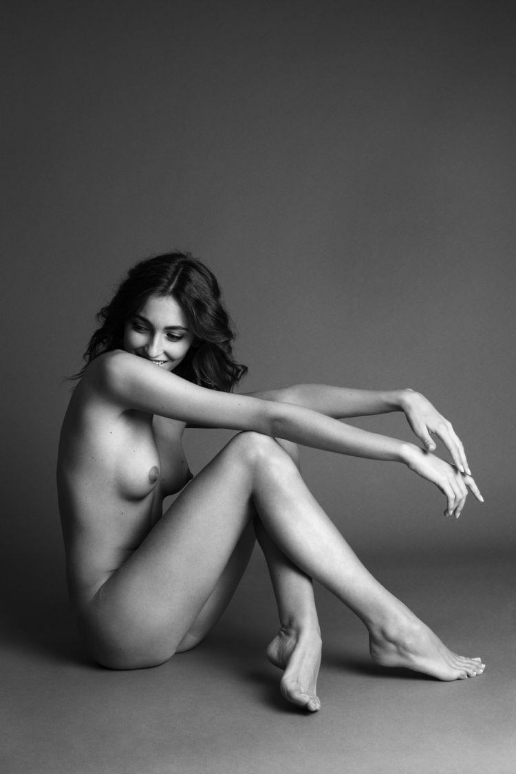 brunette, tits, naked, nude, blackandwhite - ukimalefu | ello