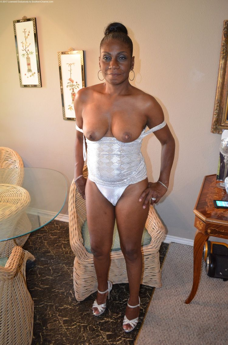 black mature amateur exhib - frenchmilfexhib | ello