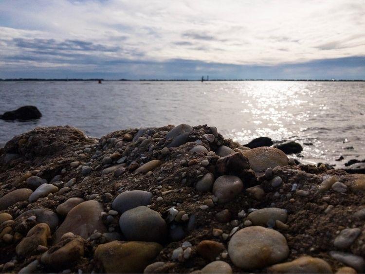 rocky, shore, clouds, iphone - underflow | ello