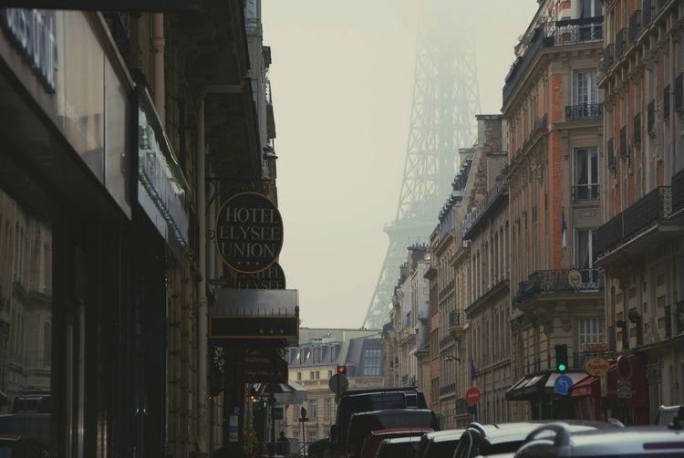 Paris, TorreEiffel, Street, cloudy - iruchewing | ello