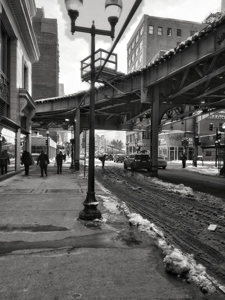 Walking downtown Chicago. Shot  - gk1984 | ello