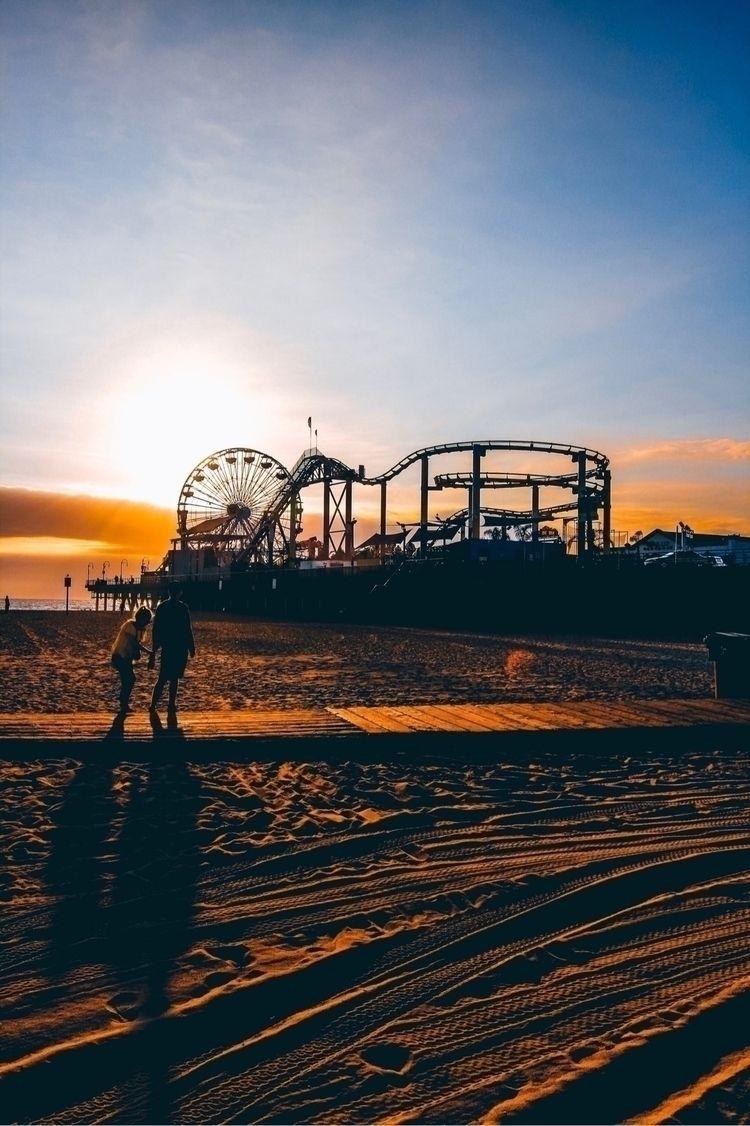 Santa Monica Pier:ferris_wheel - tgimaximo | ello