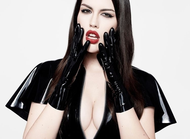 Model: Kristen Aubin, Photograp - etiquettelatex | ello