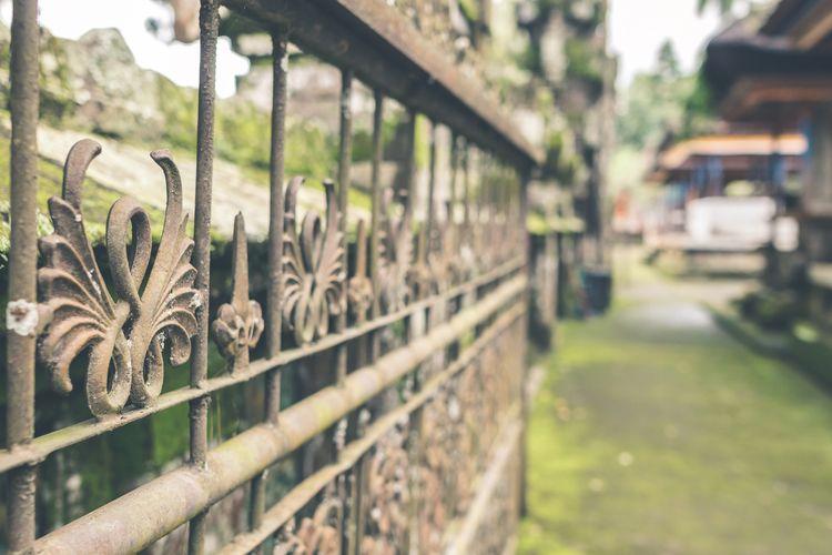 Vintage Rusty Fence balinese te - belart84 | ello