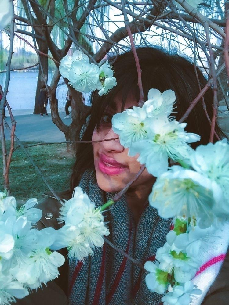 Fooling sun winter  - selfportrait - yas_mini | ello