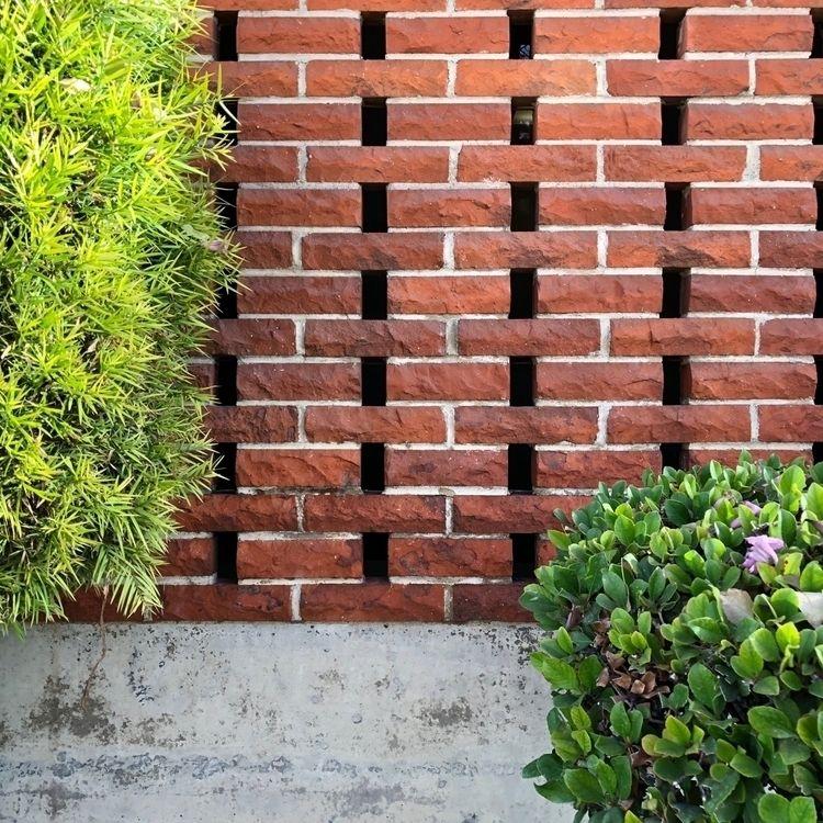Mid Century Breeze Brick - pamm00re   ello