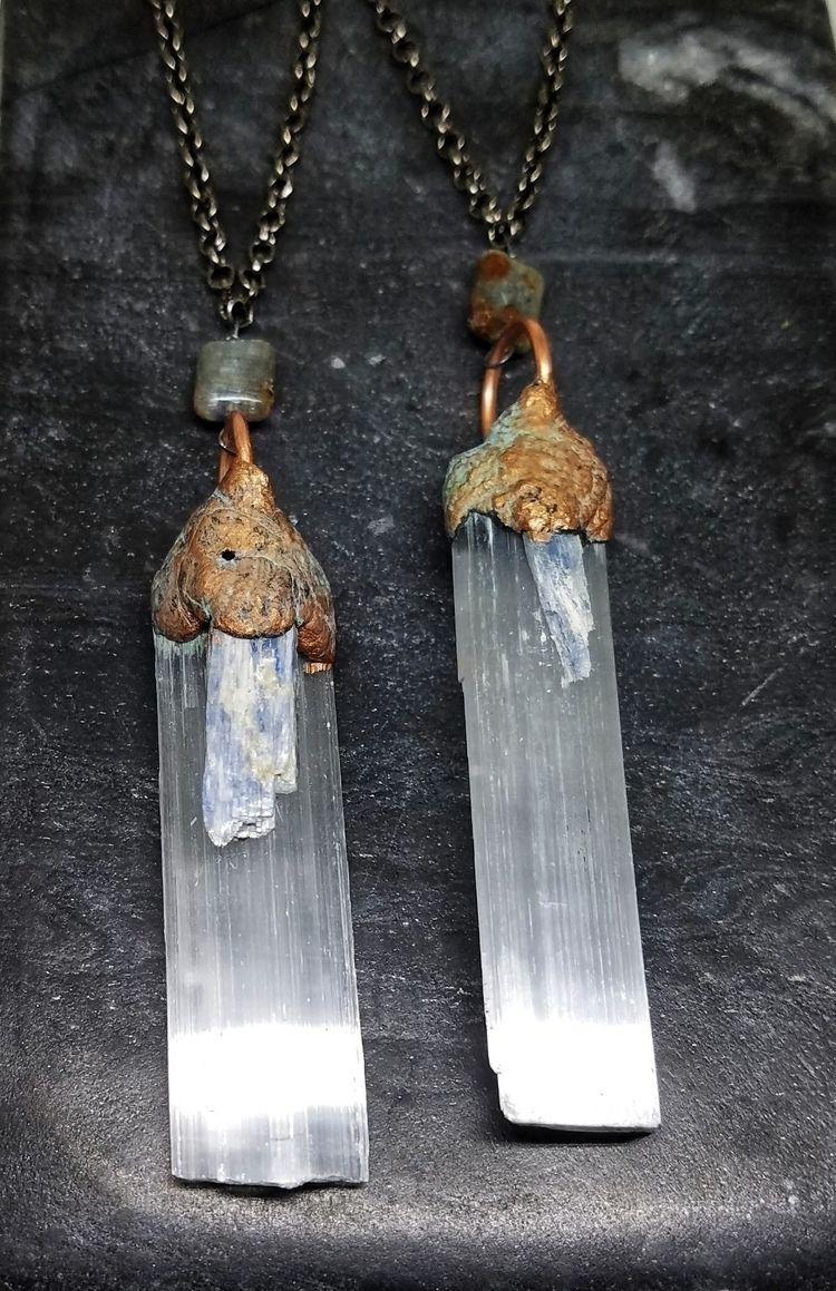 lolafaejewelry, selenite, gemstonependant - lolafaejewelry | ello