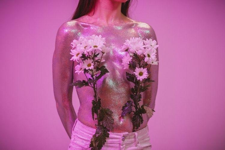 Nuri, la chica purpurina - pink - marccolilla | ello