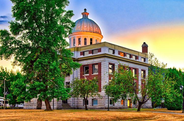 Revelstoke Courthouse sunset - revelstoke - thefantasticone21   ello