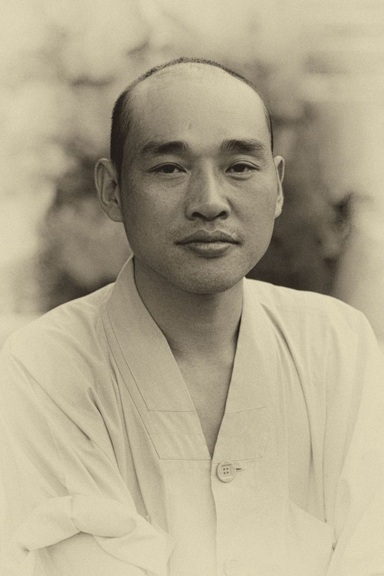 buddha - monk, China, Jiuhuashan - phildub   ello