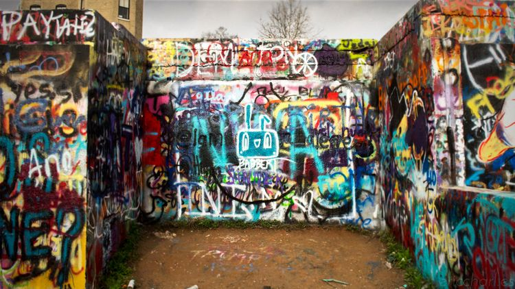 castle, hill, graffiti, babbert - dead_splicer | ello