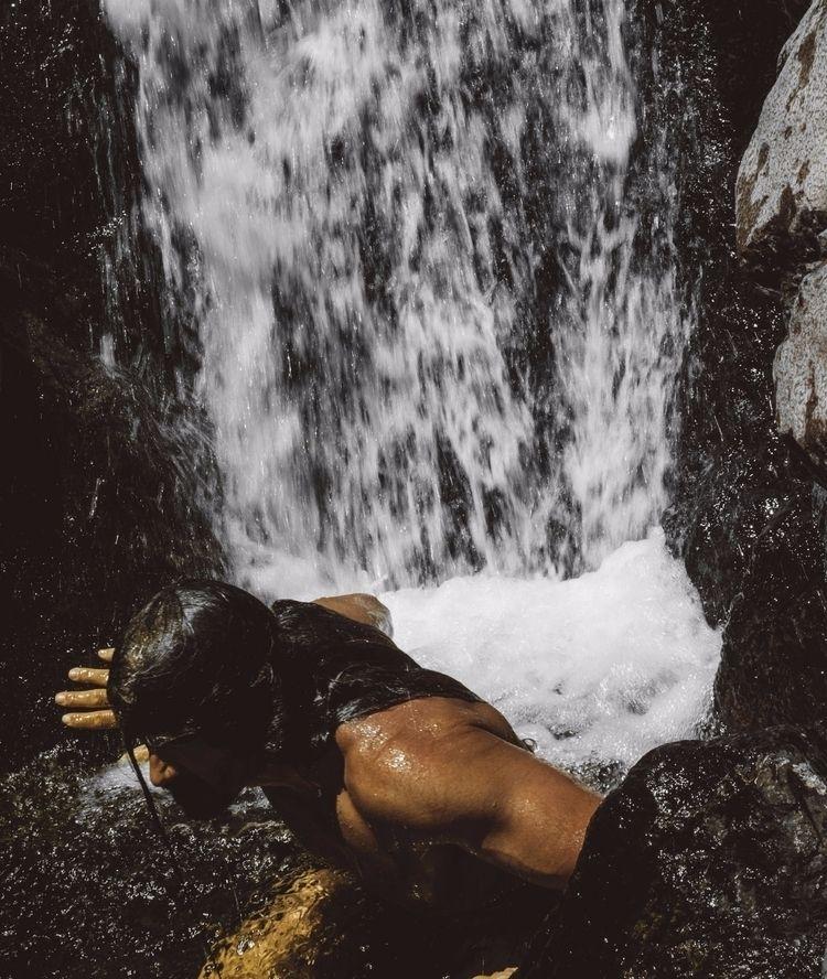 wet selfportrait - water, escape - natxodiego   ello