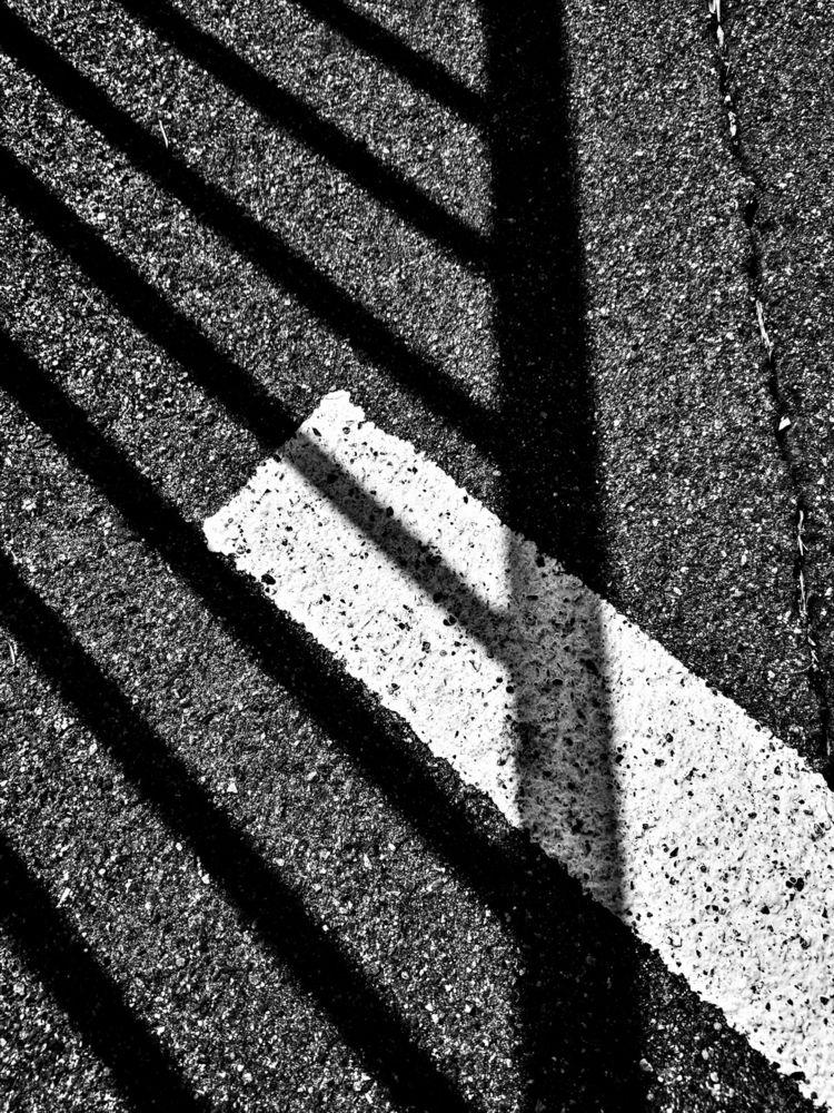 bw, shadow - takwish   ello