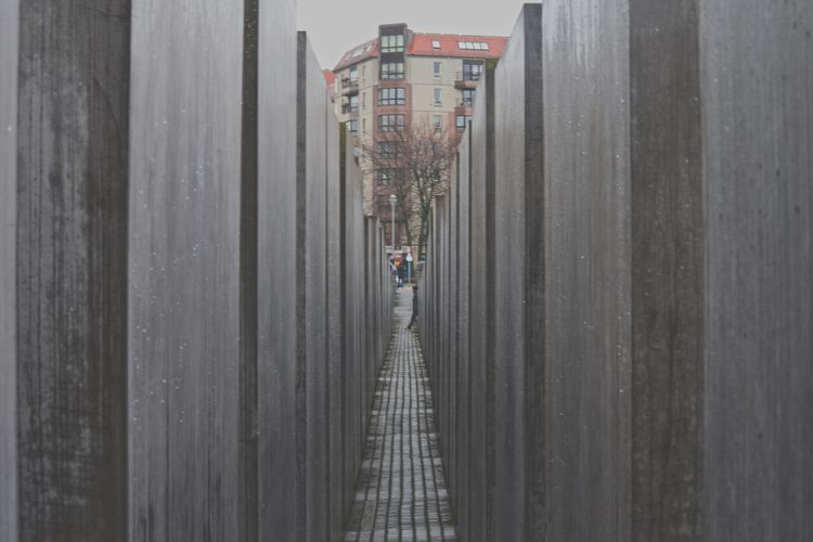 Crossing side - monument, holocaust - mishanich | ello