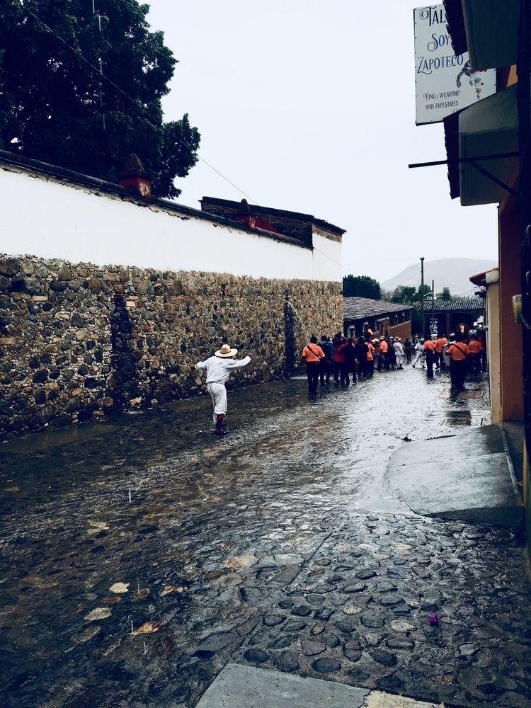 Rumbo al carnaval - mexico, oaxaca - gabriell | ello