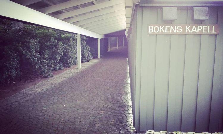 Gången mot Bokens Kapell Grifte - skogskyrkogardar   ello