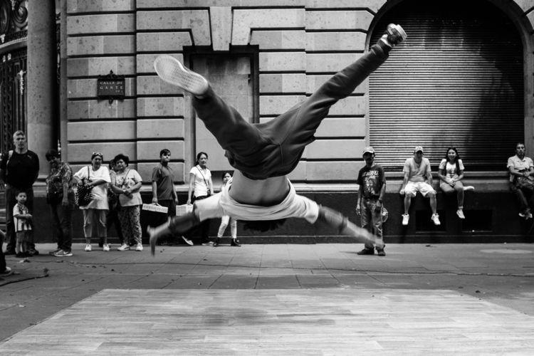 Break dancer Mexico City - streetphotography - trovatten | ello
