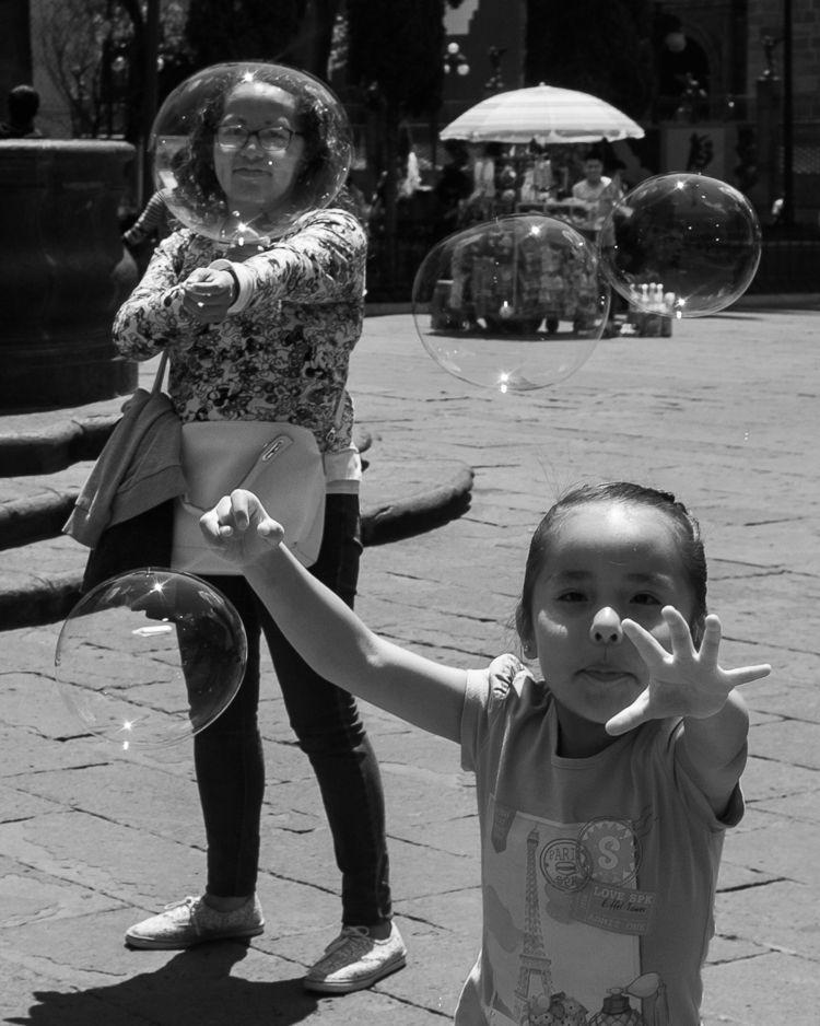 Bubbles - streetphotography, bnw - trovatten | ello