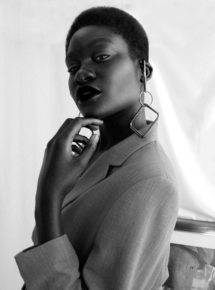 Beautiful black woman Model / M - saraurb | ello