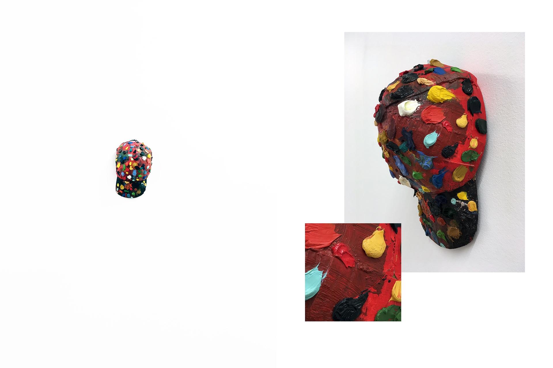 Zdjęcie przedstawia różne ujęcia czapki z daszkiem pomalowanej kolorowymi farbami.