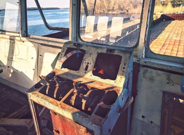river, ship, abandoned - oblepiha | ello