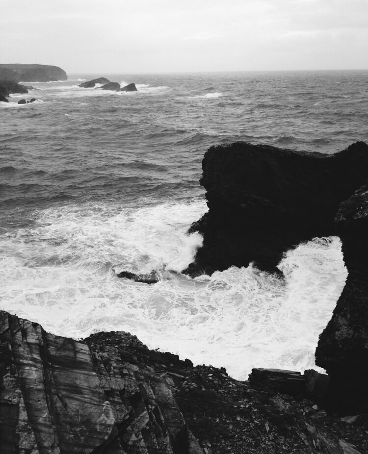 rugged Cornish coastline - sea, waves - jonbouy | ello