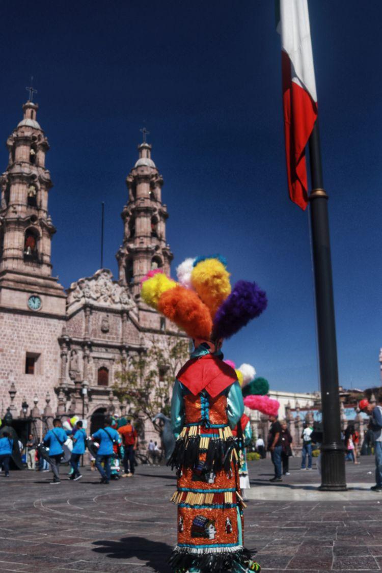 Desfile de danzas tradicionales - aleu4 | ello