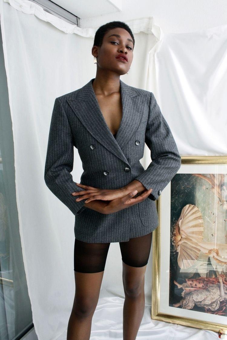 Beautiful black woman Model / M - saraurb   ello