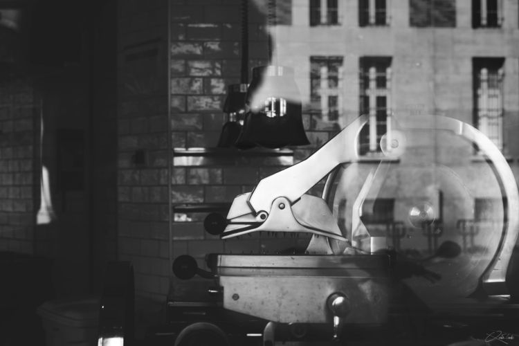 17:31 - BlackAndWhite, EmptyRestaurant - qtnc | ello