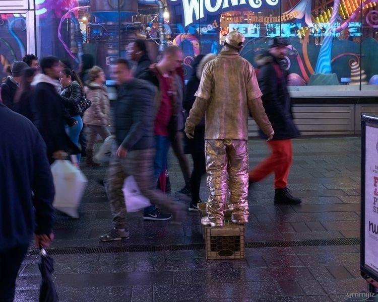 Times Square Statue Man - sonyalpha - ymmijiz | ello