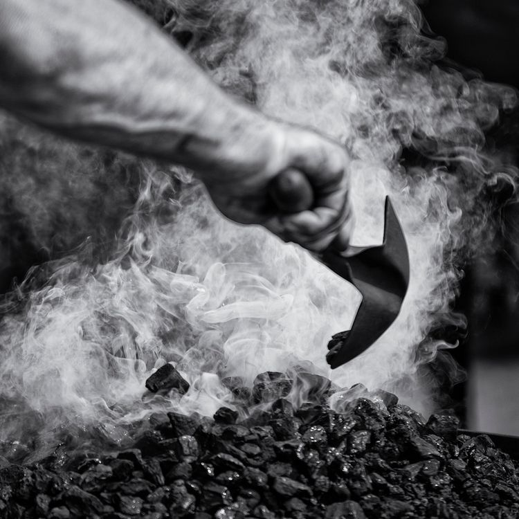 Blacksmith. Fire. Steam. Hammer - mauriliers | ello