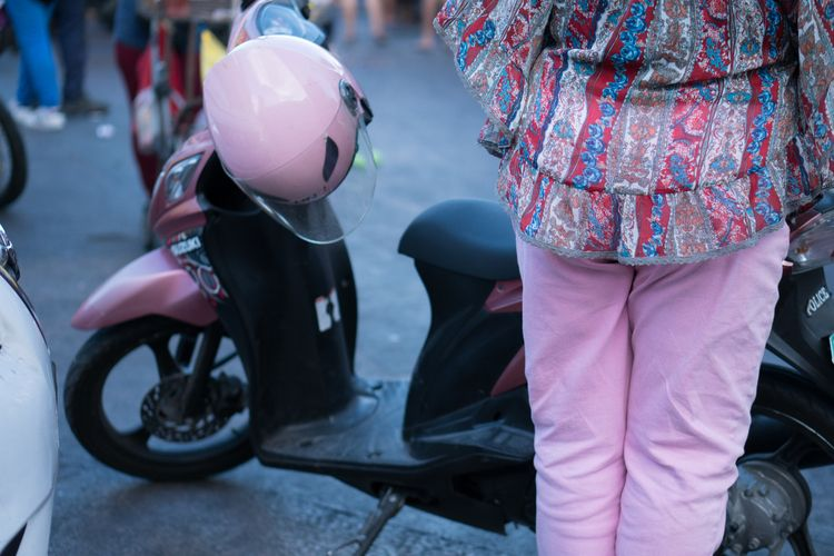 Pink. Quiapo, Manila, PH - streetphotography - 0100101100 | ello