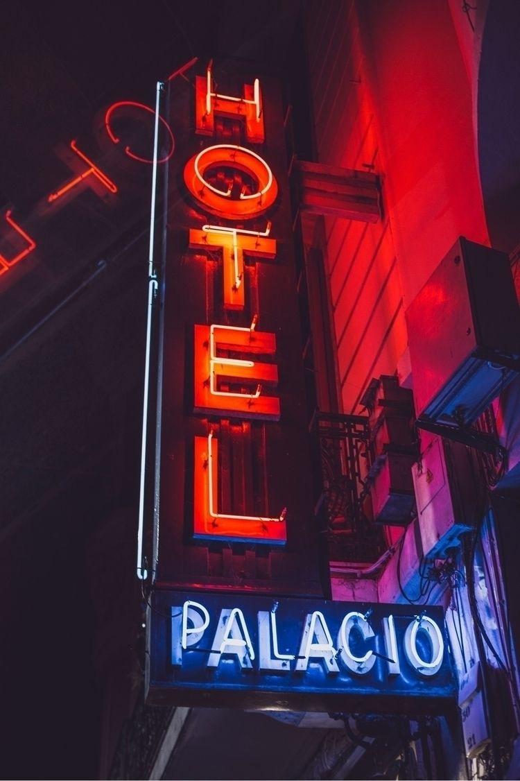 Neon Photoshoot Ciudad Vieja, M - x3n1t | ello