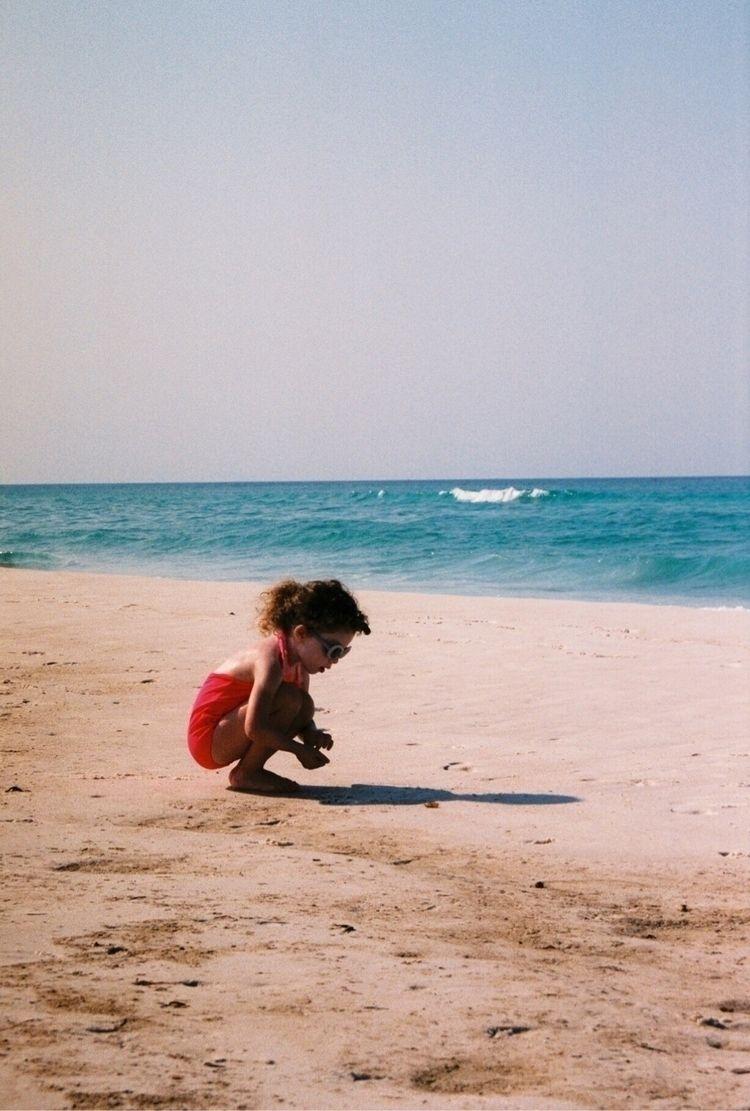 Beach. Shot Chloé Roberson - chloeroberson | ello