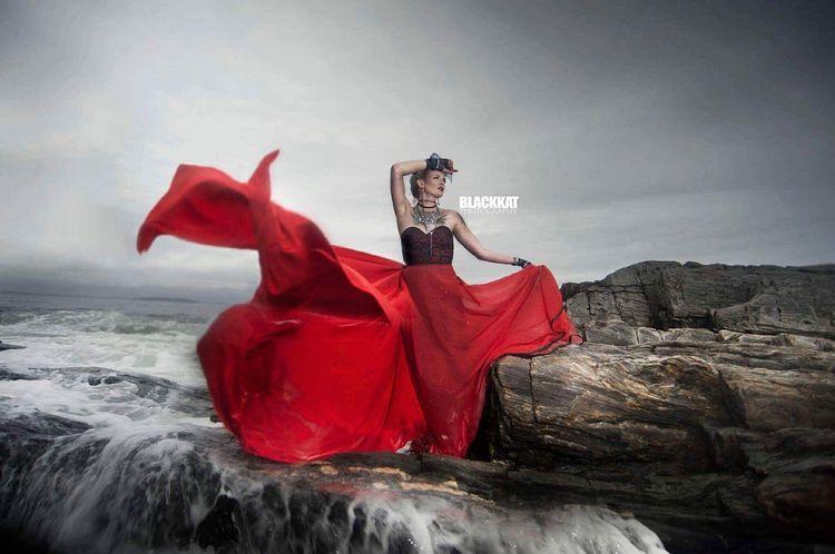 Lady Red II Designer - Photogra - missmaryannem | ello