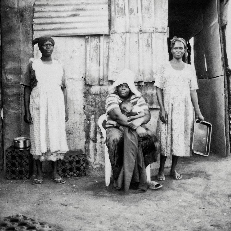 portrait Xhosa family front rur - shaunlombard | ello