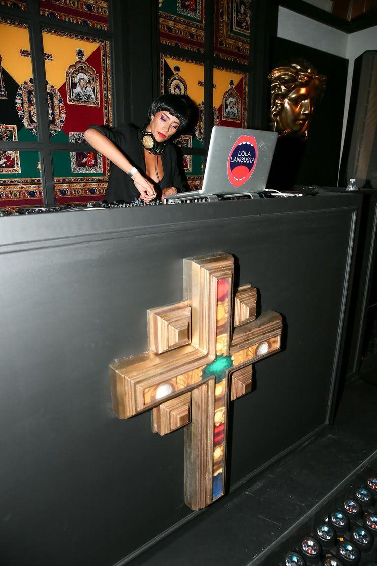 Founder Lola Langusta DJ'ing 20 - stonedfoxmag   ello
