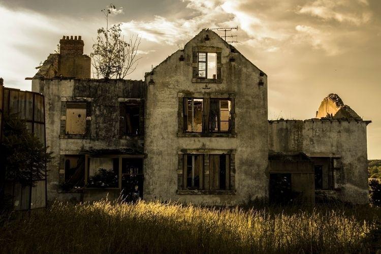Resident Evil style real life.  - nerk0s | ello
