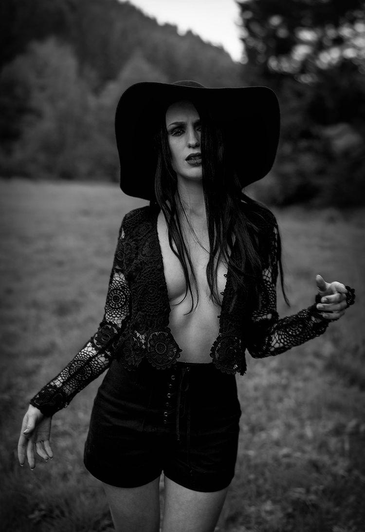 Photographer: Varvara Kandaurov - darkbeautymag | ello