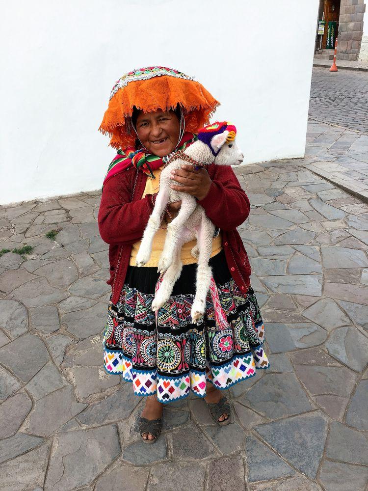Woman Cusco Warmi Qosqopi Kan - Peru - hatun | ello