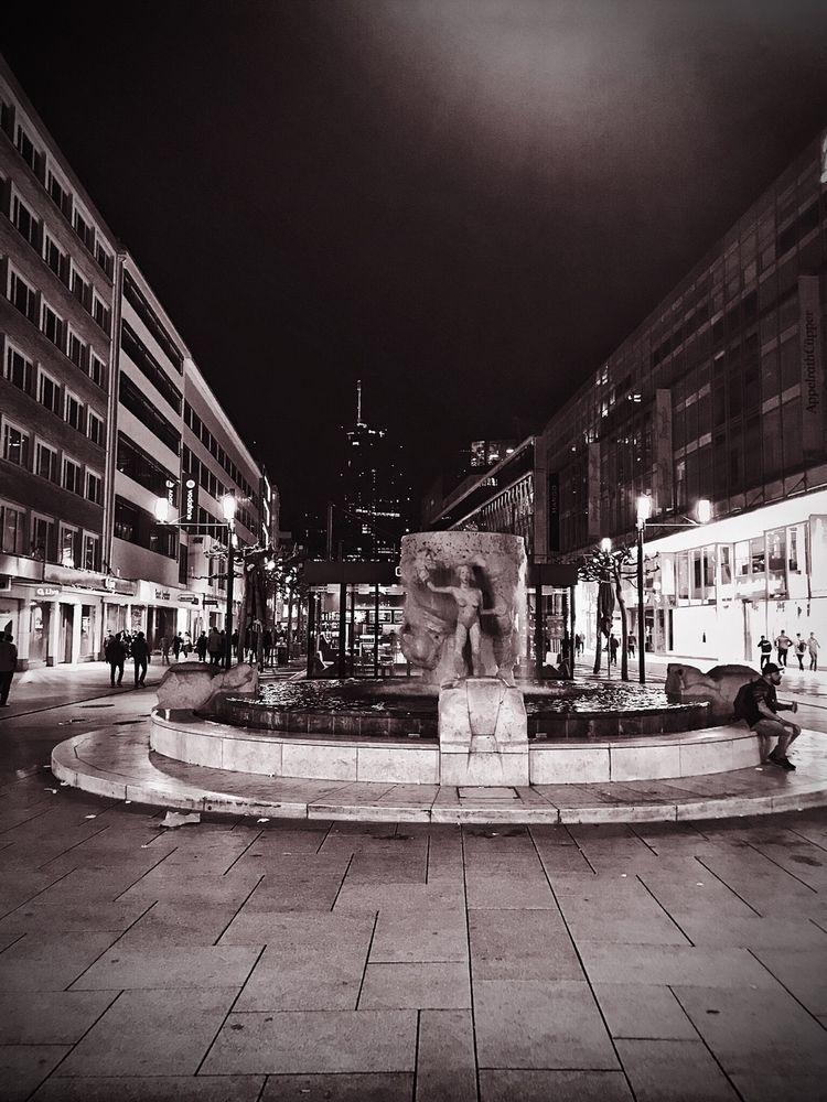• Frankfurt Zeil :fountain:️ ni - borisholtz | ello