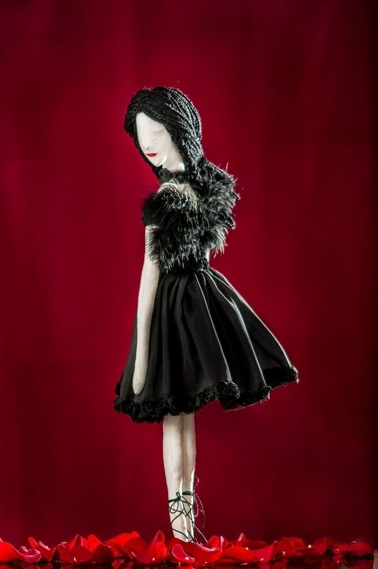 Black Swan Textile Art Doll - blackswan - graziasz | ello